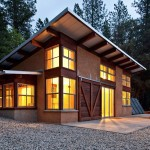 Arkin Tilt Architects design truly beautiful straw bale homes.  They are pioneers in showing the world that straw bale construction can be sleek and modern.  You can visit their site by clicking here.