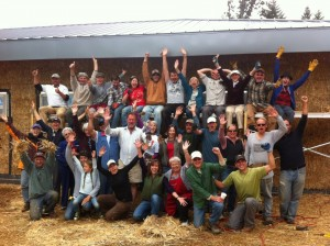 straw bale workshop group photo
