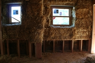 pony wall in straw bale house